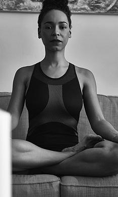 La actriz Montse Pla nos descubre el yoga acrobático