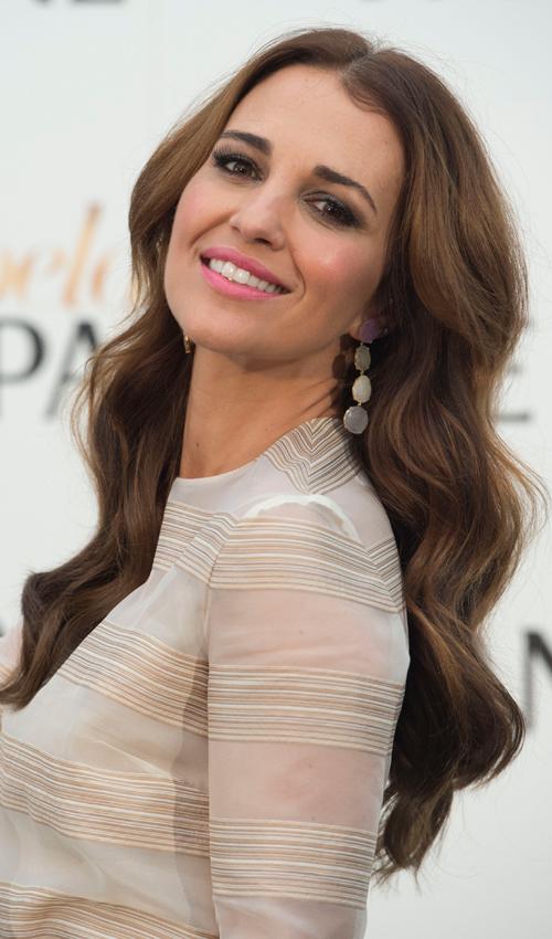 Luce una melena ondulada con tanto estilo como Paula Echevarría