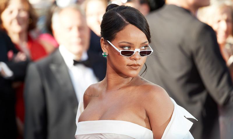 ¡Adiós complicaciones! Ocho peinados fáciles (y de tendencia) inspirados en Rihanna