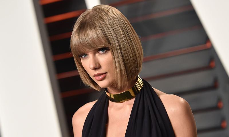 ¿Quieres una melena extralisa como Taylor Swift? Evita estos 5 errores al pasar las planchas