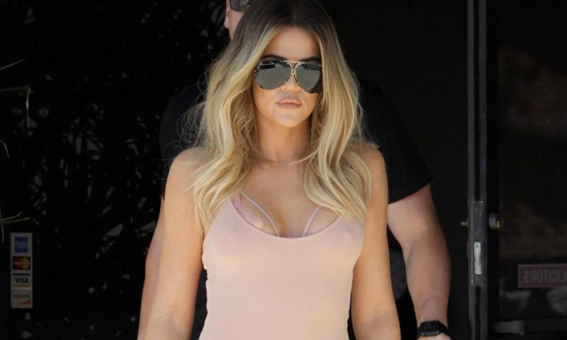 Khloé Kardashian se apunta al 'bronde' mientras agota su última colección de ropa