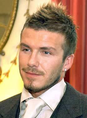 David Beckham recibe la visita de su peluquero
