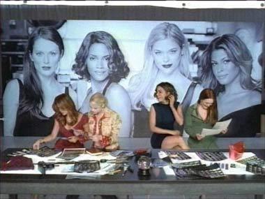 Halle Berry y Julianne Moore, juntas en la campaña de una firma cosmética