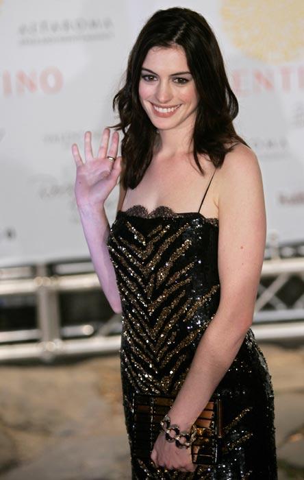 Anne Hathaway ficha por una firma cosmética
