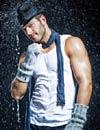 Darek: 'Posando bajo la lluvia'