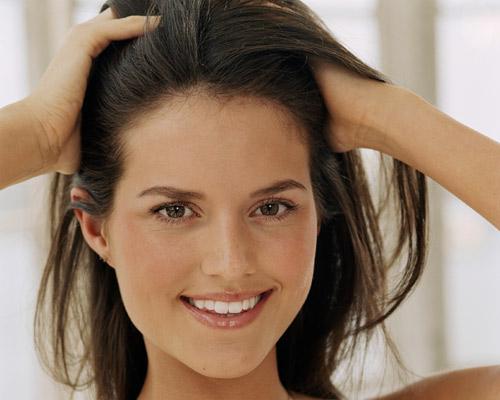 ¿Por qué se engrasa el cabello?