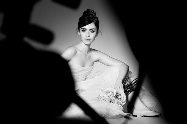 Lily Collins hace realidad 'su sueño' de ser embajadora de una firma cosmética