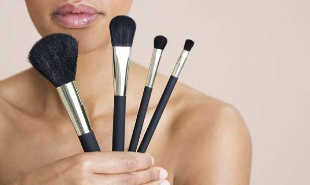 Así se usan las brochas y pinceles para maquillarte