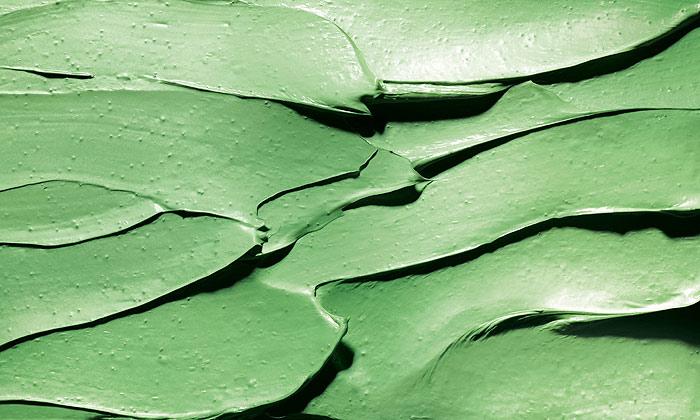 Negro, verde, azul... la cosmética multicolor ¡es tendencia!