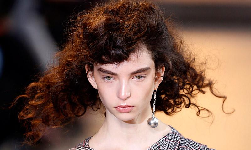 Ocho peinados de pasarela que son tendencia esta temporada, ¿te atreves con ellos?