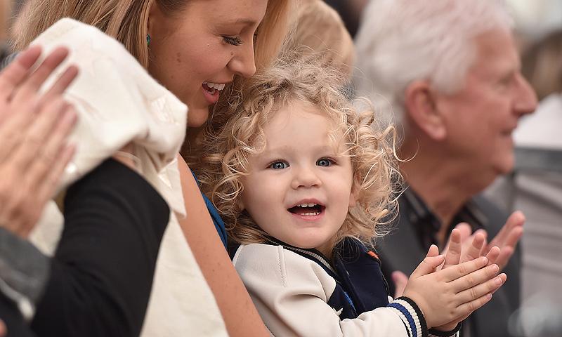 ¡Es una muñeca! La hija de Ryan Reynolds le roba todo el protagonismo a su padre