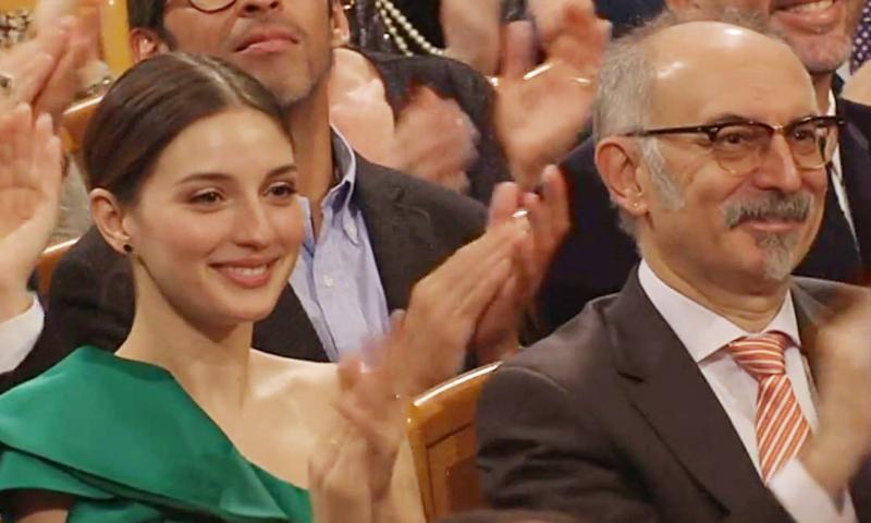 Gustavo Dudamel dirige el Concierto de Año Nuevo en Viena bajo la atenta mirada de su novia, María Valverde