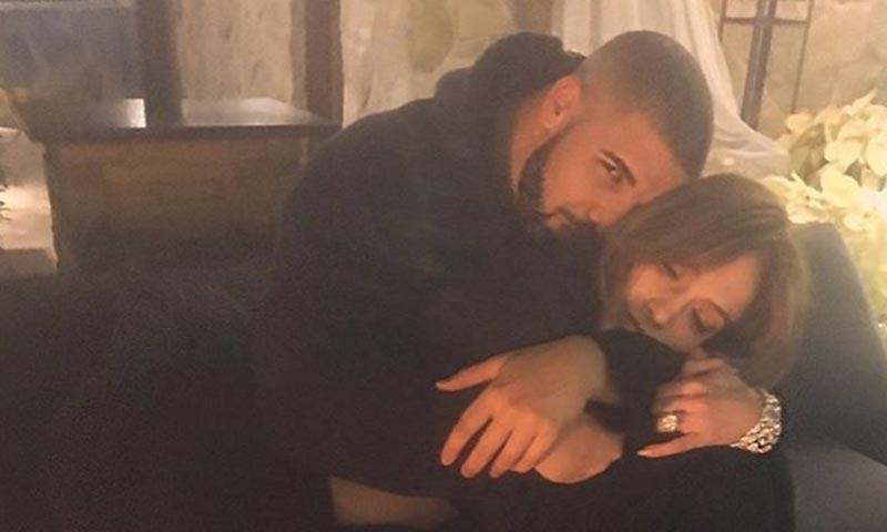 Un baile, un beso 'robado' y el mismo collar... tras las pistas del romance de Jennifer López y Drake