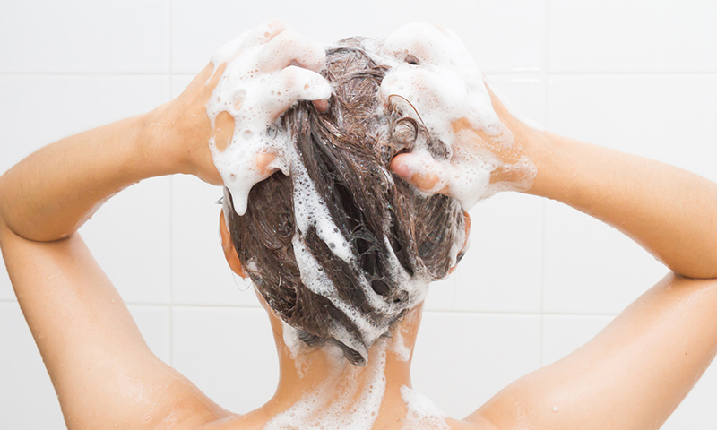 Descubre si te estás lavando bien el pelo