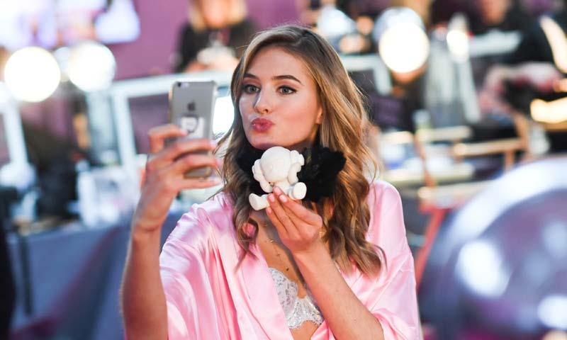 6 trucos que consiguen unos labios más atractivos en segundos