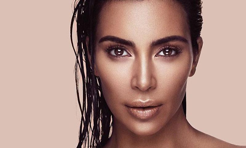 El 'contouring' también es para el verano, palabra de Kim Kardashian