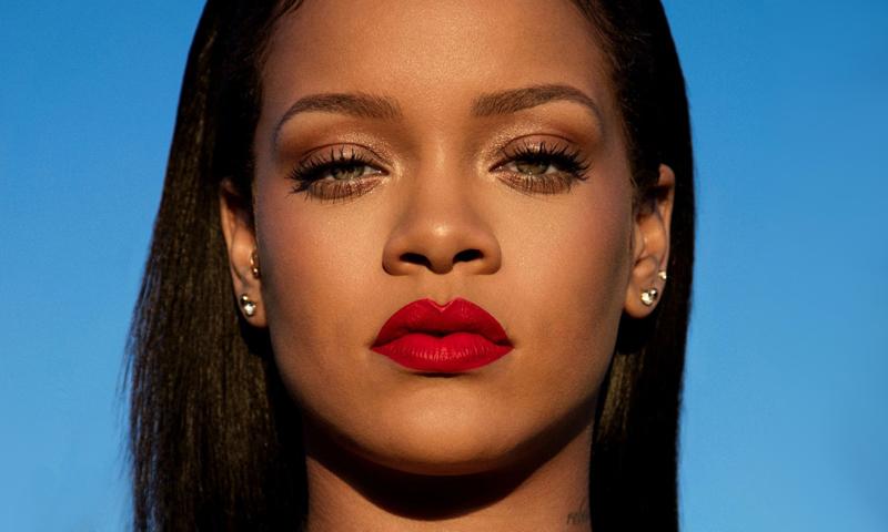 El tutorial exprés de Rihanna para unos labios rojos perfectos