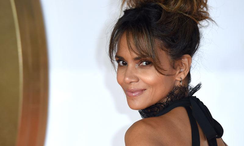 Si te impactó Halle Berry en bikini en 'James Bond', espera a verla 16 años después