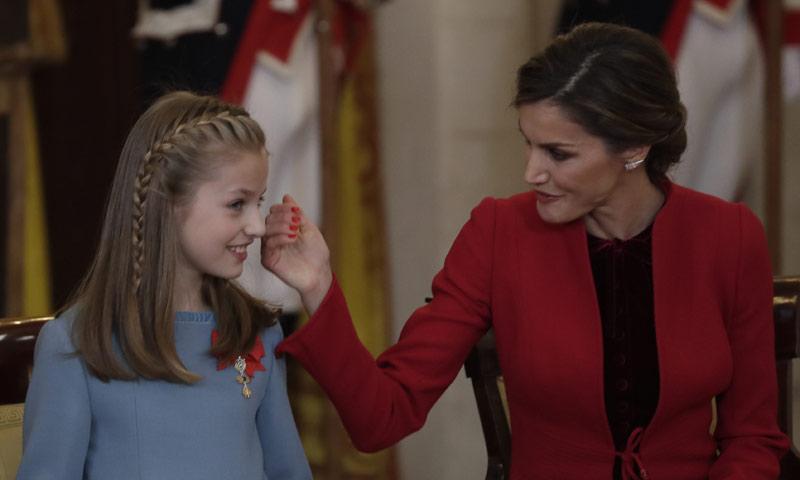 El enigma de la reina Letizia con la manicura roja
