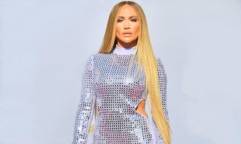 Jennifer Lopez da una nueva dimensión a las melenas XXL