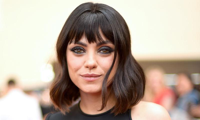 Mila Kunis estrena flequillo en la alfombra roja de los Premios Billboard