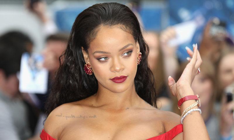 ¿Por qué Rihanna aplica el iluminador en este sitio tan curioso?
