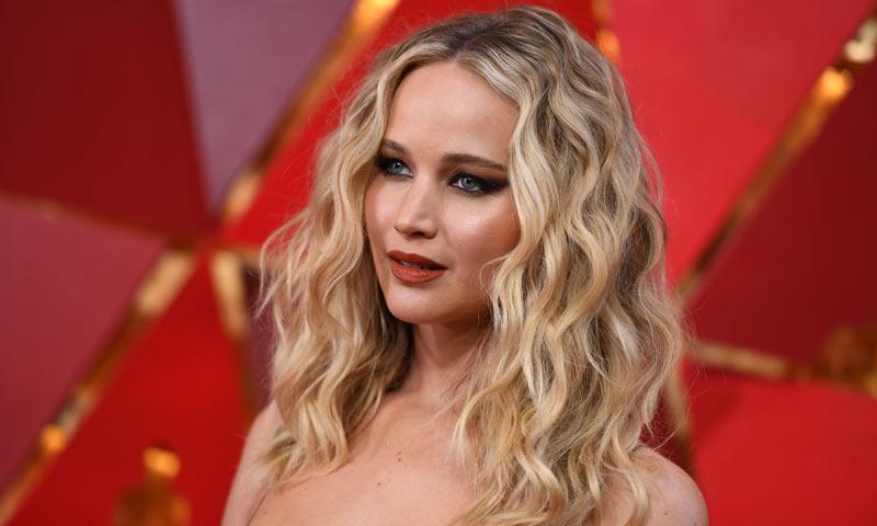 Degradado y al hombro, Jennifer Lawrence estrena el 'lob' de los cabellos ondulados