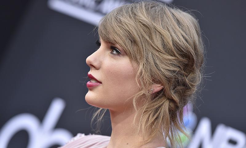Taylor Swift al natural: la nueva versión de su famoso 'selfie' sin maquillaje