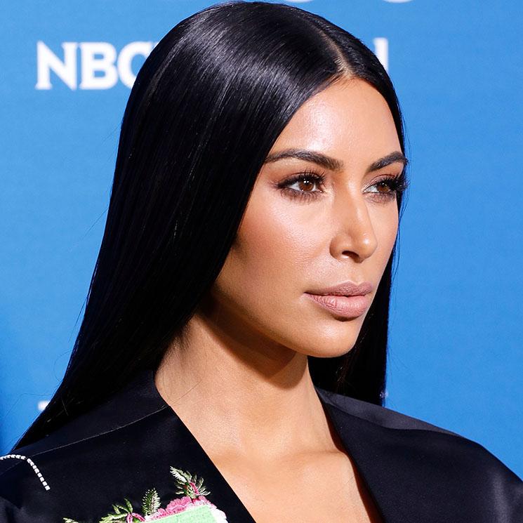 Lo ha vuelto a hacer  Kim Kardashian se tiñe de nuevo y estrena  Blue Black  73b5c44705d0