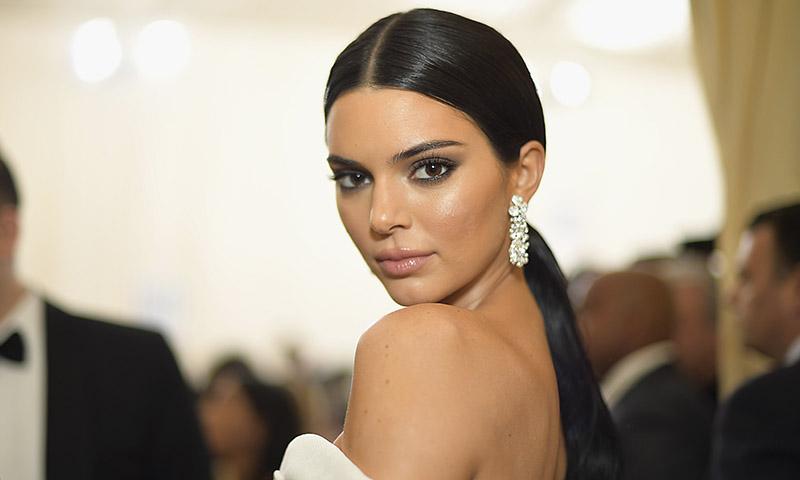 Extensiones, 'contouring' en la nariz... Kendall Jenner, más Kardashian que nunca