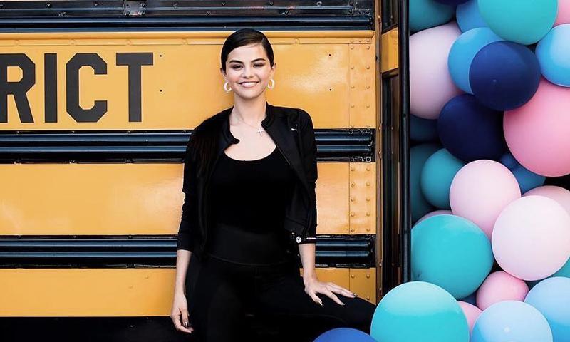 El mejor truco 'after party' de Selena Gomez es un contorno de ojos