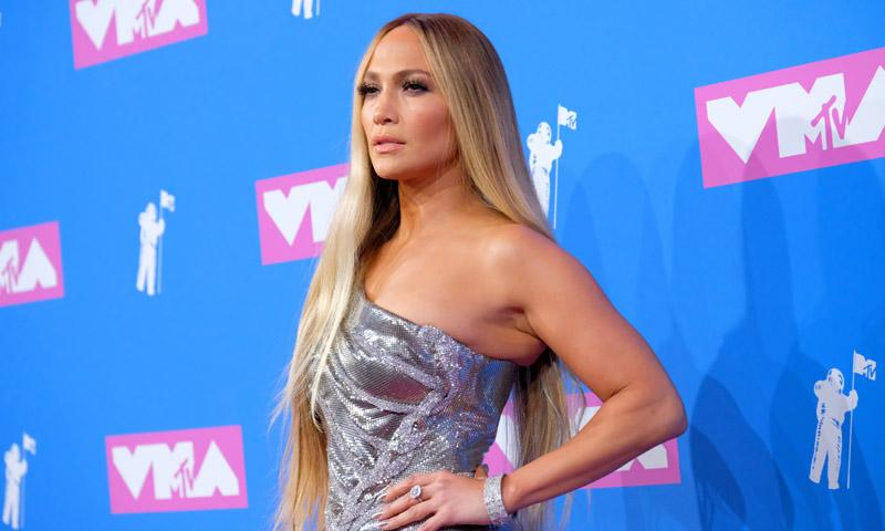 Jennifer Lopez recupera su peinado estrella para recibir un premio a toda su carrera