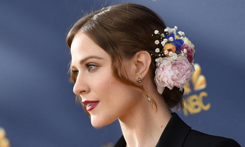Peinados y maquillajes de invitada: los looks triunfadores en los Premios Emmy