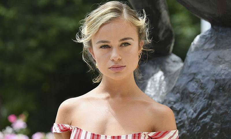 Lady Amelia Windsor protagoniza su primera campaña de maquillaje