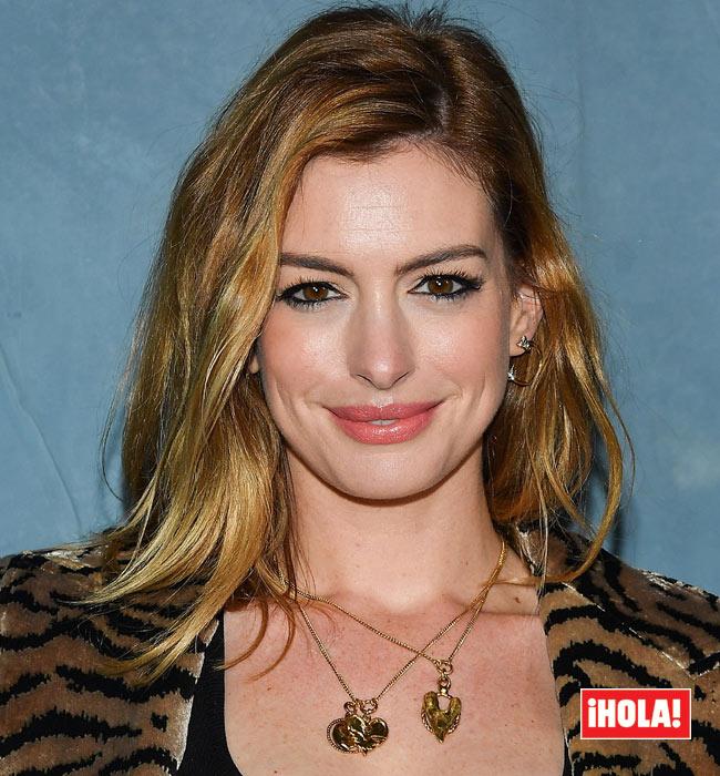 Anne Hathaway Cambia De Look Y Estrena Melena Pelirroja