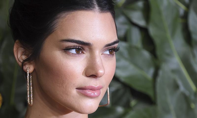 Kendall Jenner relata cómo le afectaron las críticas sobre su acné