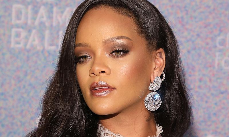 Copia el 'contouring' exprés de Rihanna con solo un corrector de ojeras