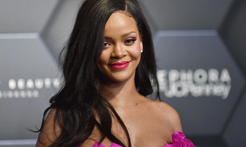 Rihanna retira del mercado su iluminador más polémico