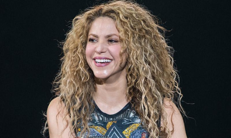Shakira divide a sus fans con su nuevo look