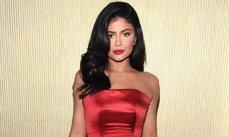 Kylie Jenner planea un nuevo hito cosmético junto a Balmain