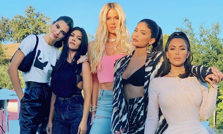 Kim Kardashian publica una foto antigua con todas sus hermanas, ¿las reconoces?