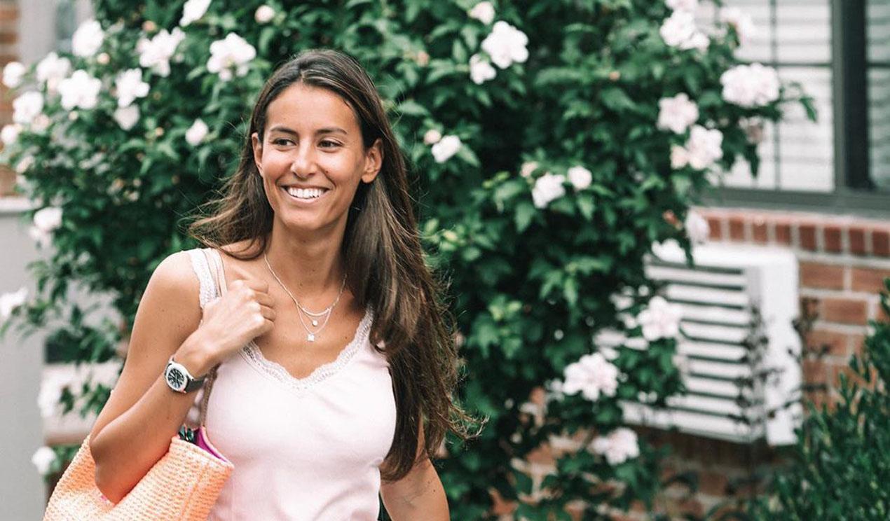 Ana Boyer estrena el verano con un original posado en bikini