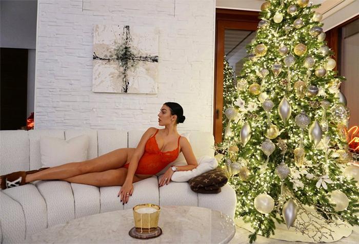 Cristiano Ronaldo se queda alucinado con el posado navideño más sexy de Georgina Rodríguez