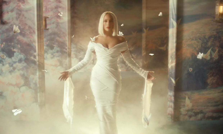 Foto a foto: todos los looks de Jennifer Lopez en su nuevo videoclip