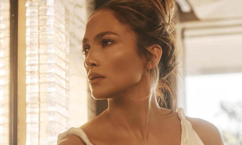 La tajante respuesta de Jennifer Lopez a una 'hater' que asegura que sí se ha operado