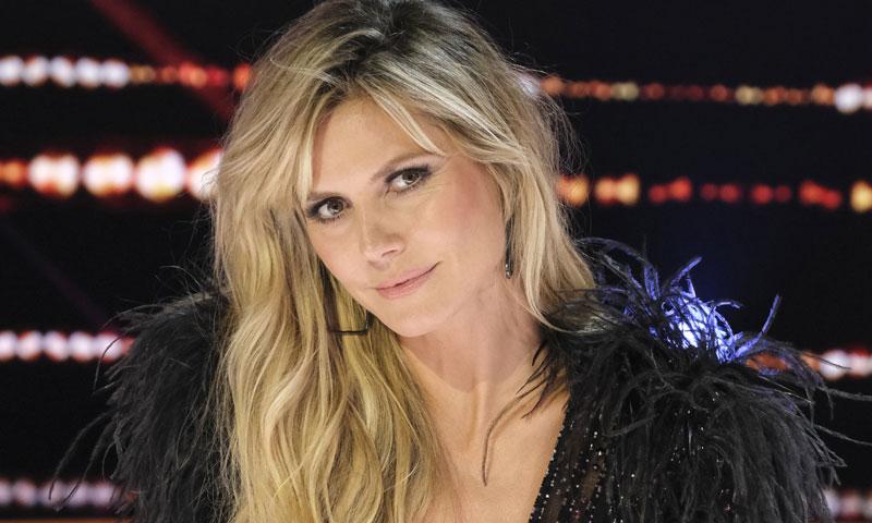 Heidi Klum se apunta a la moda del flequillo, ¡y se lo corta en casa!