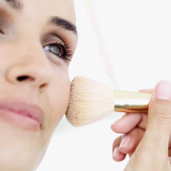 Lección de maquillaje: ¿Quieres sacar el máximo partido a los polvos translúcidos?
