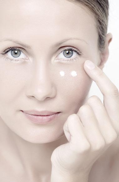 Dudas de belleza: '¿Por qué es necesario usar una crema específica para el contorno de ojos?'