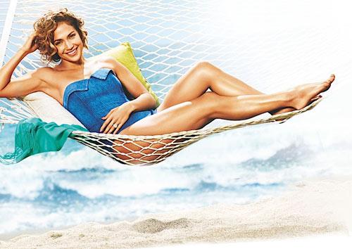 Jennifer López presume de piernas en una campaña... ¡copia sus trucos!