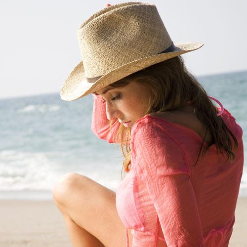 ¿Cómo lo protejo del sol? ¿Le afecta el cloro? Útiles consejos para cuidar tu cabello en verano